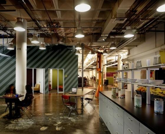 Facebook: Noch ein Aufenthaltsbereich mit drehbaren Tischen und Miniküche