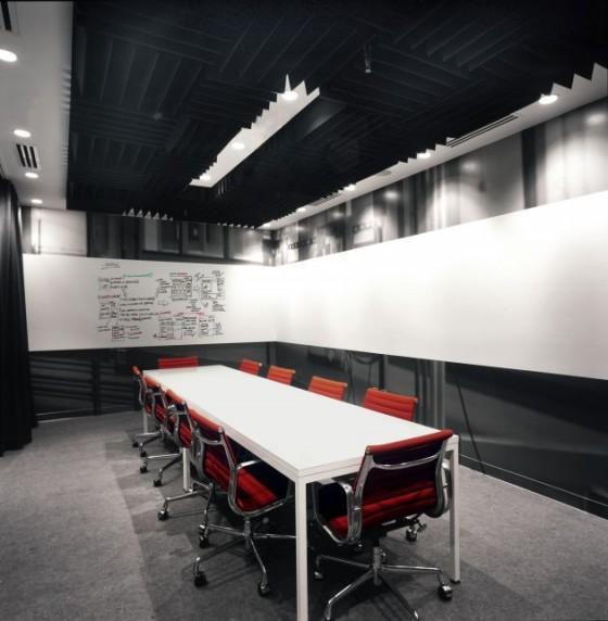 Facebook: Noch ein Konferenzraum (mit riesiger Tafel)